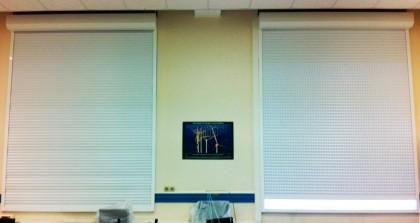 Volets roulants intérieurs pour occultation salle de TP d'optique